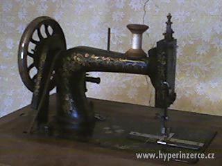 starožitný šicí stroj - foto 3