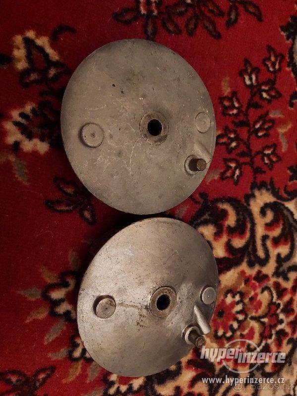 Prodám 2 přední brzdový štíty jawa 555 s kompletními čelistm