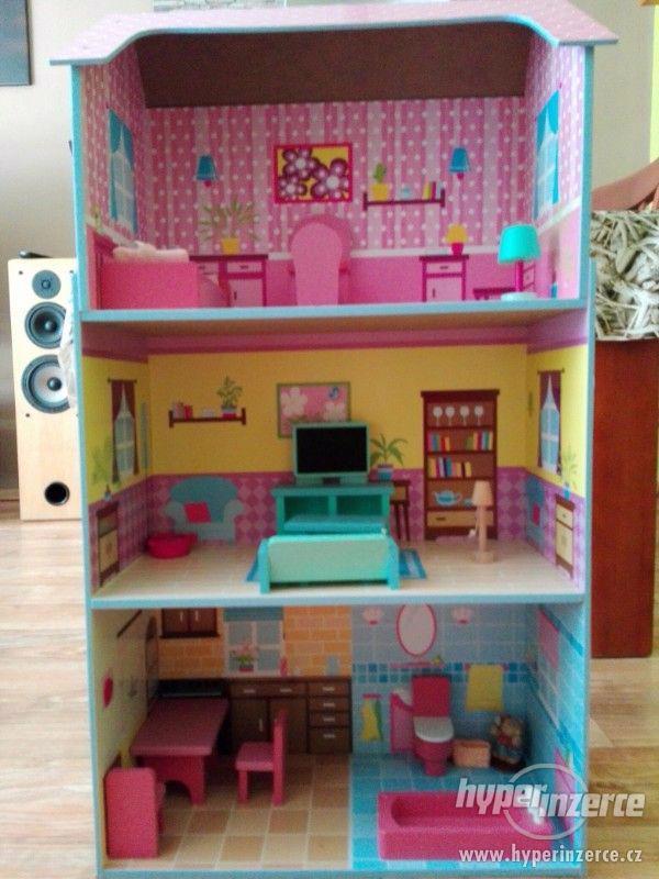 dřevěný domeček pro holčičky