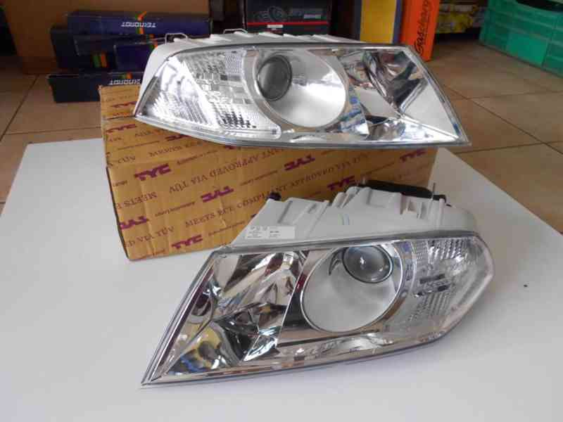 Škoda Octavia II přední světla s čočkou.