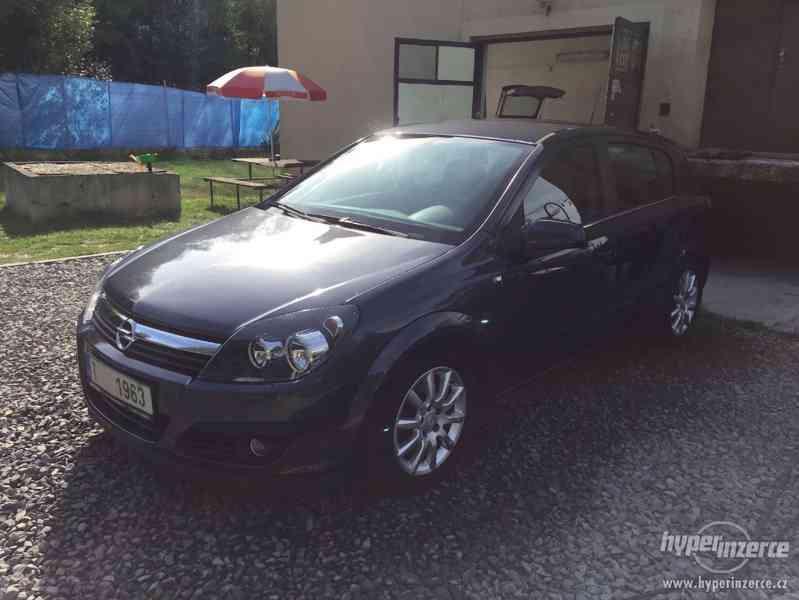 Opel Astra H 1.9 CDTi SPORT -5 dveří - foto 2