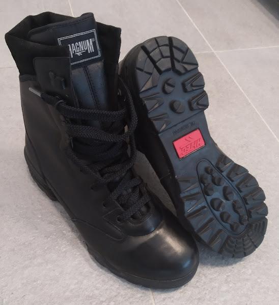 Černé profesionální vojenské a policejní boty Magnum