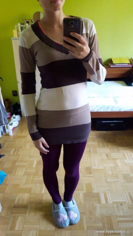 Tříbarevný lehký svetřík