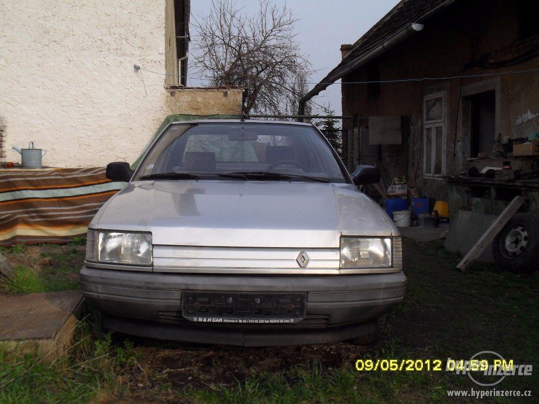 Prodám náhr. díly z celého vozu na Renault 21 benzín - foto 1