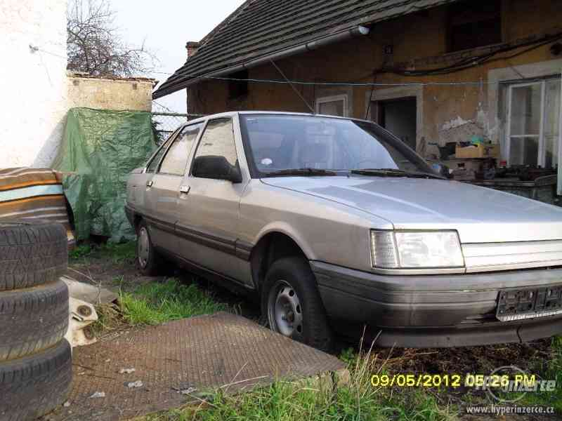 Prodám náhr. díly z celého vozu na Renault 21 benzín - foto 4