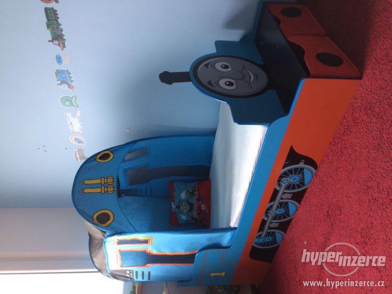 Dětská postel mašinka Tomáš + komoda + knihovna