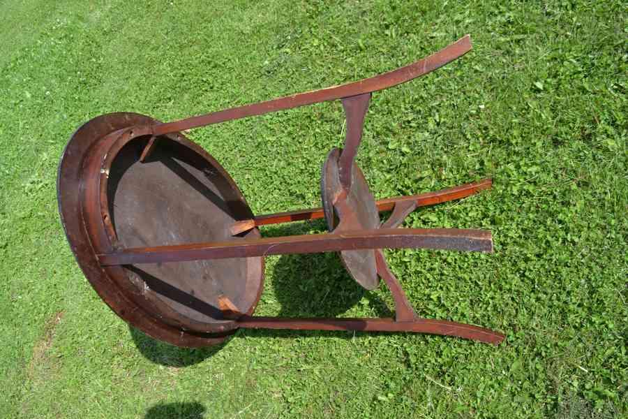 ovalny starodavny stul Anglicky tmave hnedy vyska 72cm 77x50