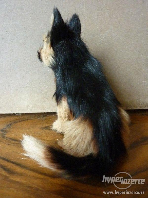 Pes hnědočerný strakáč -  figurka 12 x 11,5 x 9 cm - foto 2
