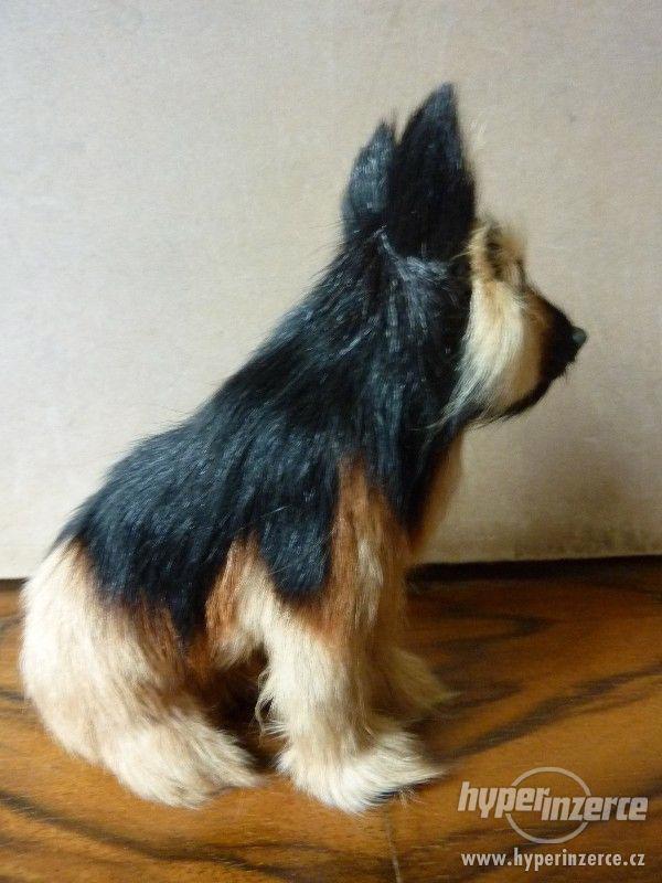 Pes hnědočerný strakáč -  figurka 12 x 11,5 x 9 cm - foto 4