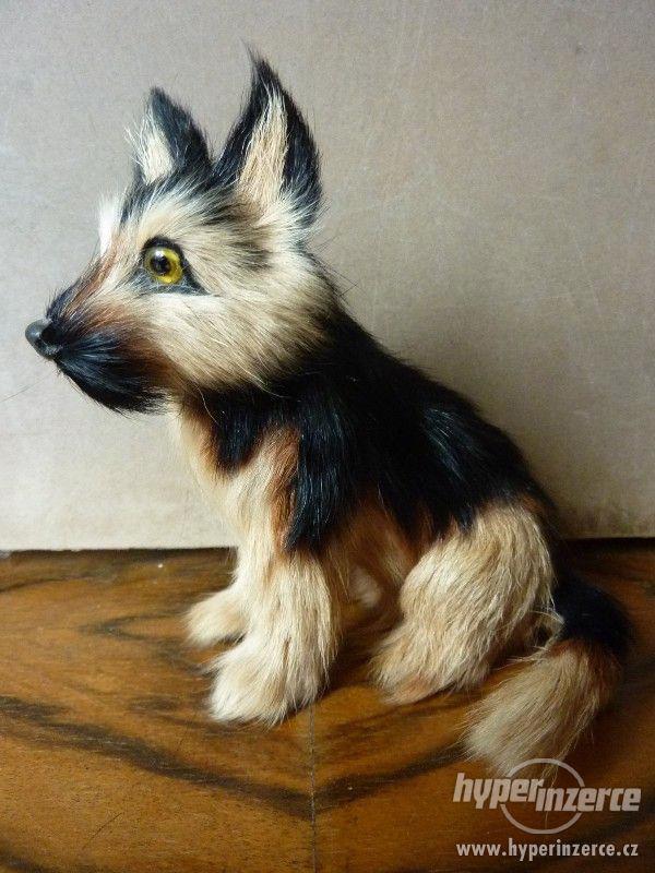 Pes hnědočerný strakáč -  figurka 12 x 11,5 x 9 cm - foto 5