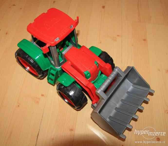 Traktor Lena