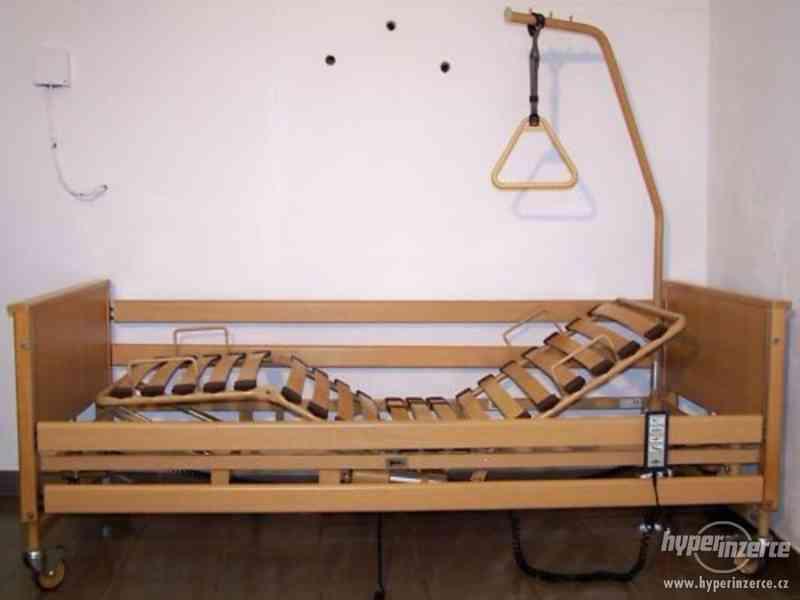 invalidní vozík - polohovací postel pro seniory