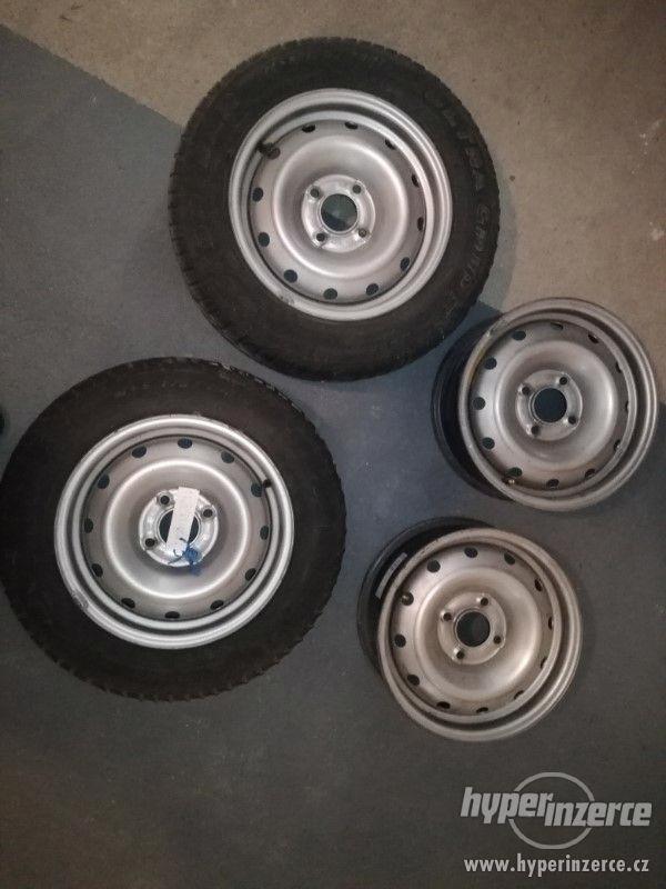 Plechové stříbrné disky s ventilky (5 1/2 J x 14)
