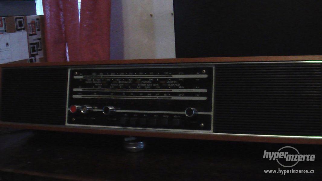 Prodám rozhlasový přijímač Prominent de luxe 214