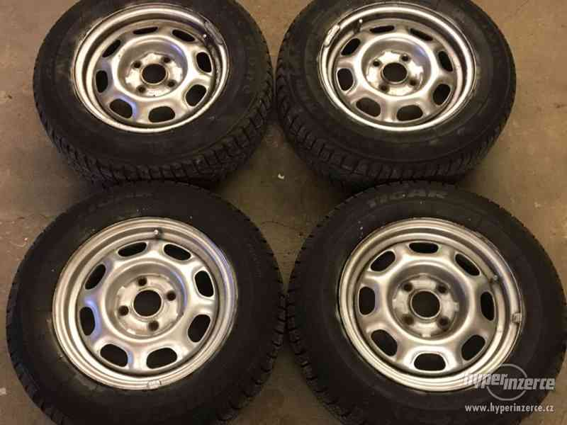 Prodám - Zimní pneu 175/70 R13 na disku 4x100 R13