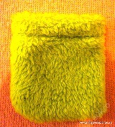 zelený plyšový sáček