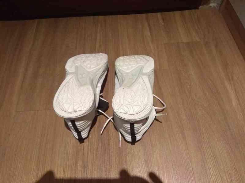 Prodám bílé značkové basketbalové ( kotníkové ) boty  - foto 2