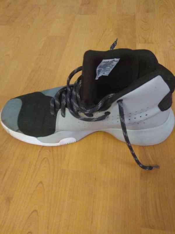 Prodám bílé značkové basketbalové ( kotníkové ) boty  - foto 10