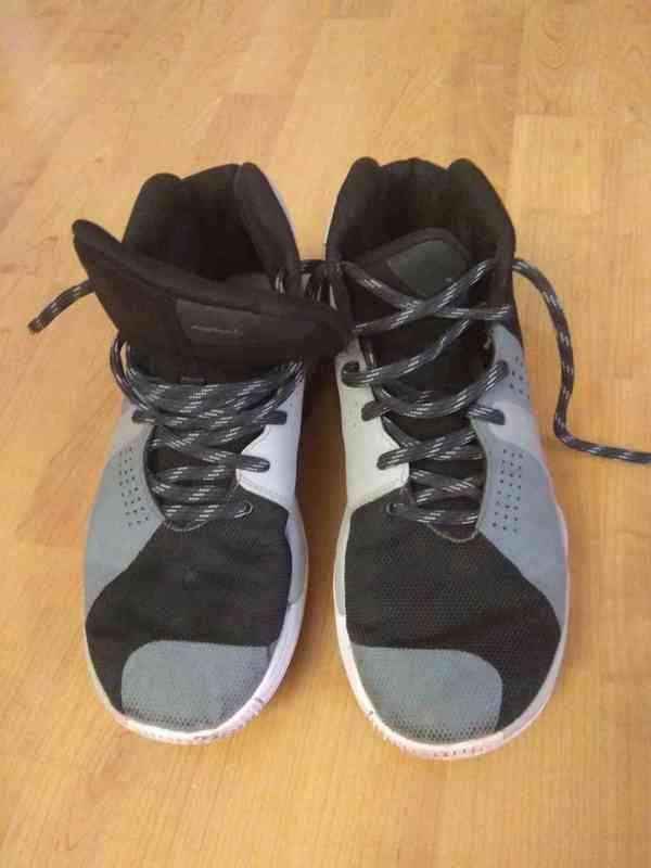 Prodám bílé značkové basketbalové ( kotníkové ) boty  - foto 6