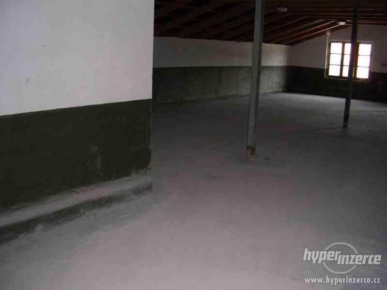 Průmyslový areál s prostory pro výrobu a skladování - foto 9