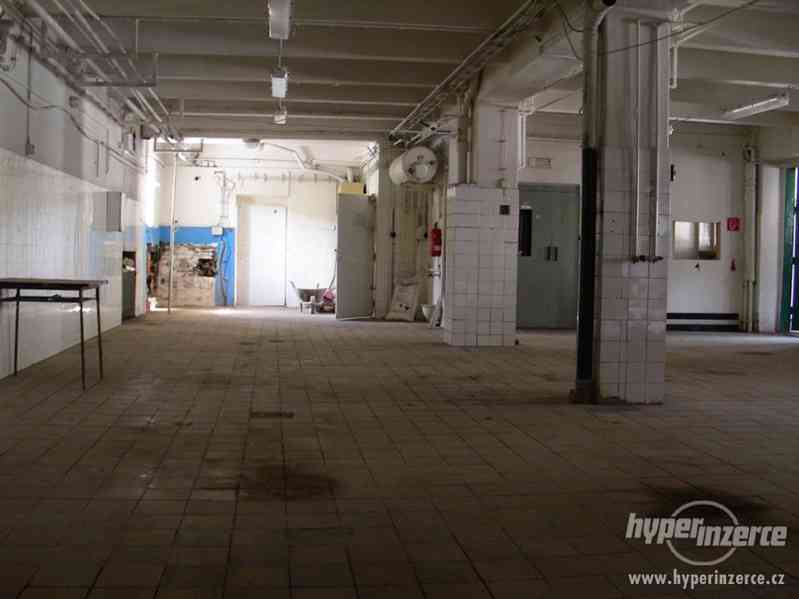Průmyslový areál s prostory pro výrobu a skladování - foto 10