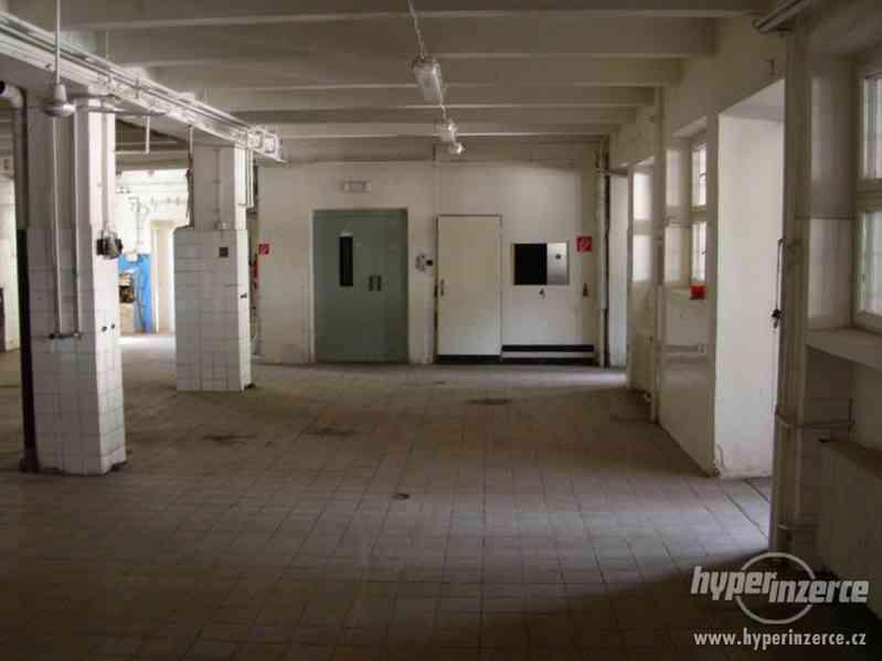 Průmyslový areál s prostory pro výrobu a skladování - foto 11