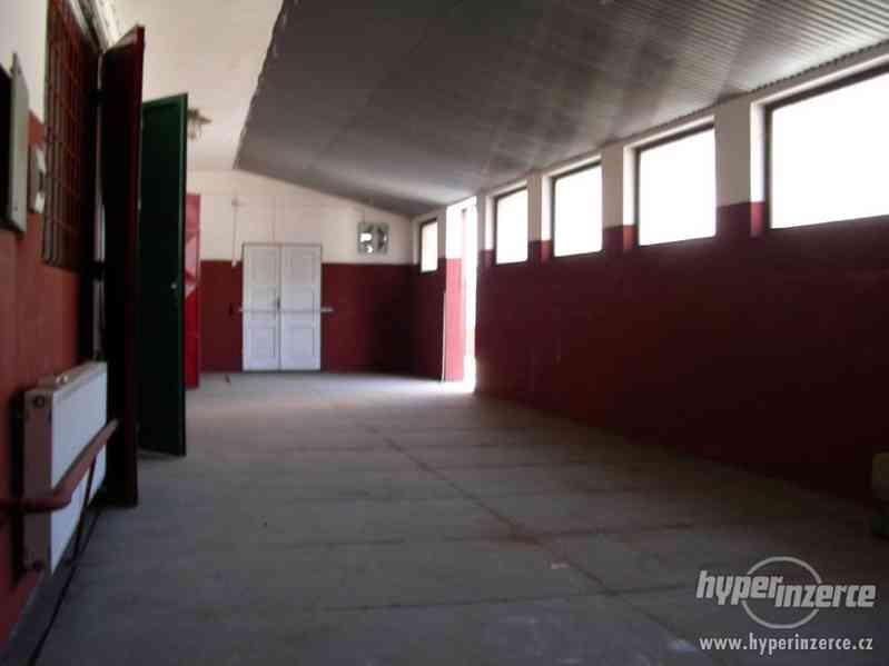 Průmyslový areál s prostory pro výrobu a skladování - foto 12