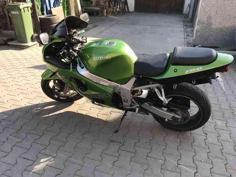 Suzuki GSX-R 600 K1 - foto 3