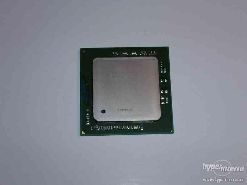 CPU Intel Xeon 2,8GHz FSB533/512kB L2 socket604 FCPGA - foto 1