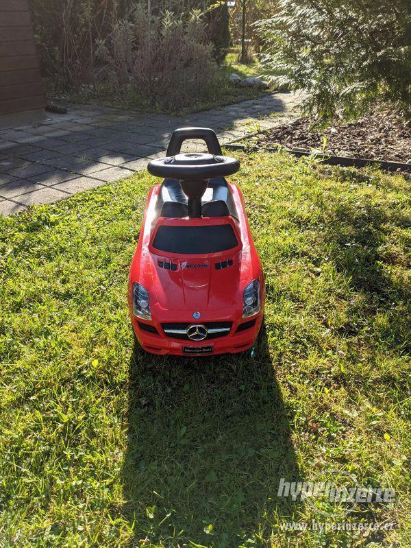 Odrážedlo plastové Buddy Toys Mercedes Benz (červené)