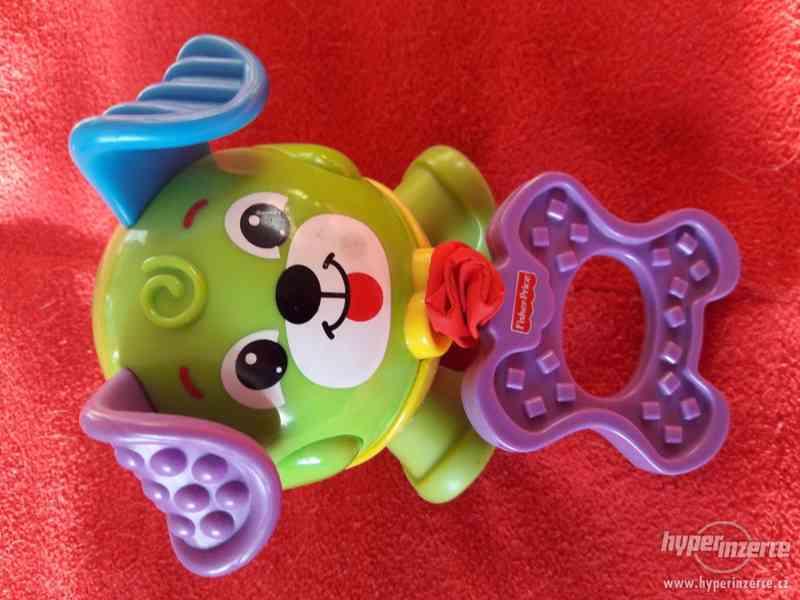 hračka-pejsek od Fisher Price