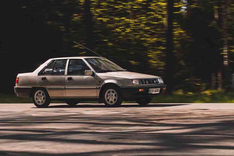 Mitsubishi Lancer 1988 - foto 13