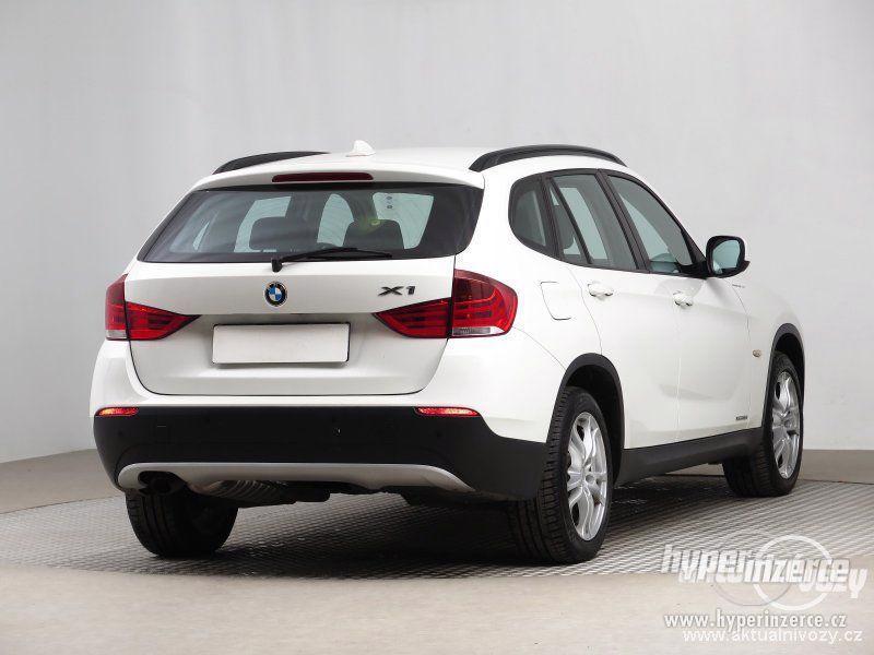 BMW X1 2.0, nafta, rok 2011 - foto 4