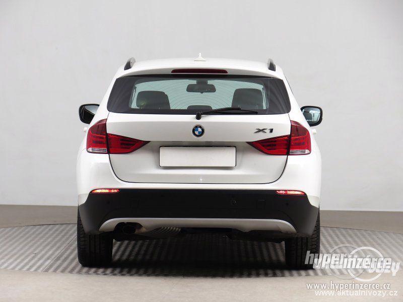 BMW X1 2.0, nafta, rok 2011 - foto 9