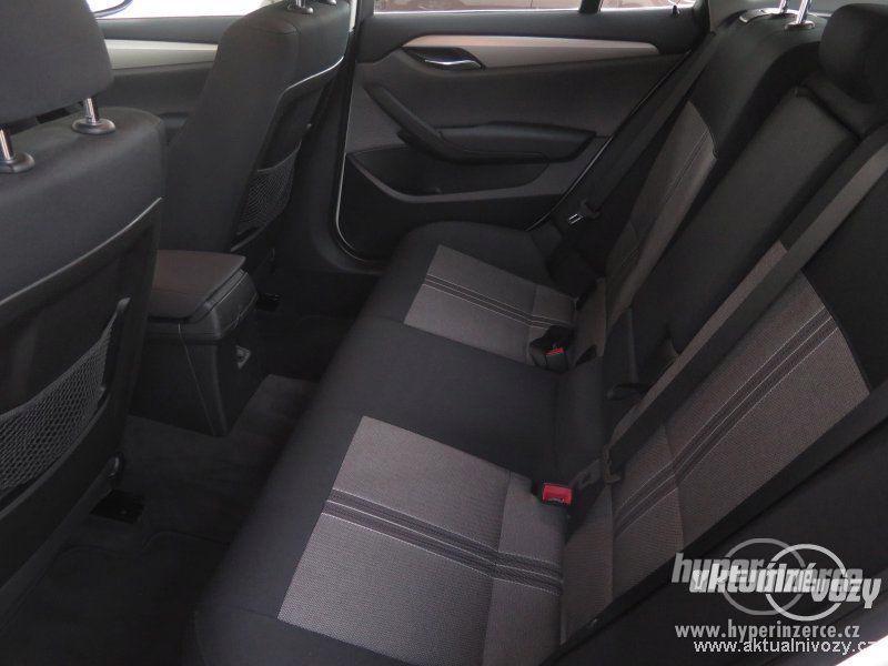 BMW X1 2.0, nafta, rok 2011 - foto 11
