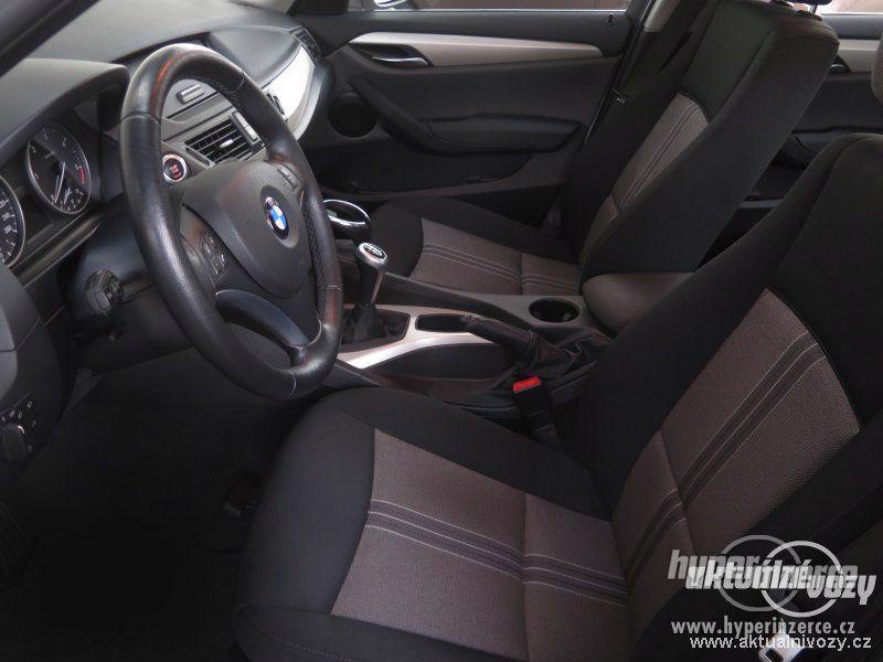 BMW X1 2.0, nafta, rok 2011 - foto 12
