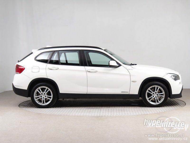 BMW X1 2.0, nafta, rok 2011 - foto 13