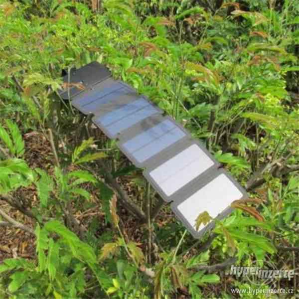 solarní nabiječka na mobil