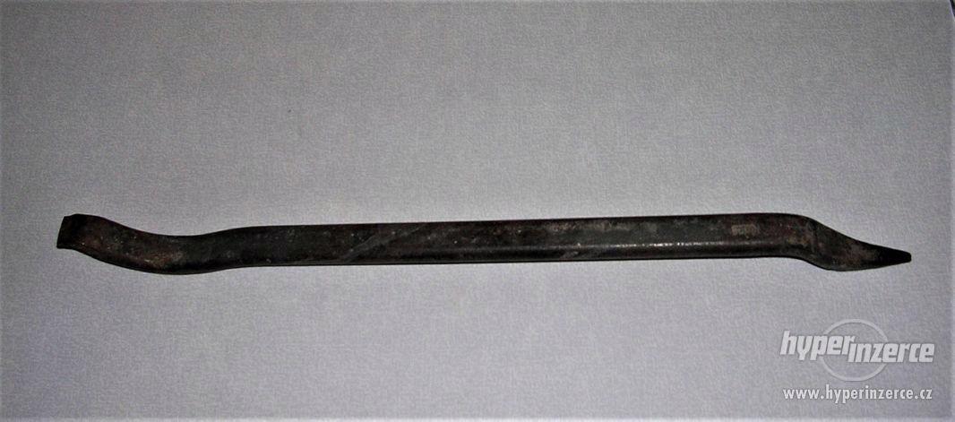 stará kovaná montpáka, značená (asi Mikov)