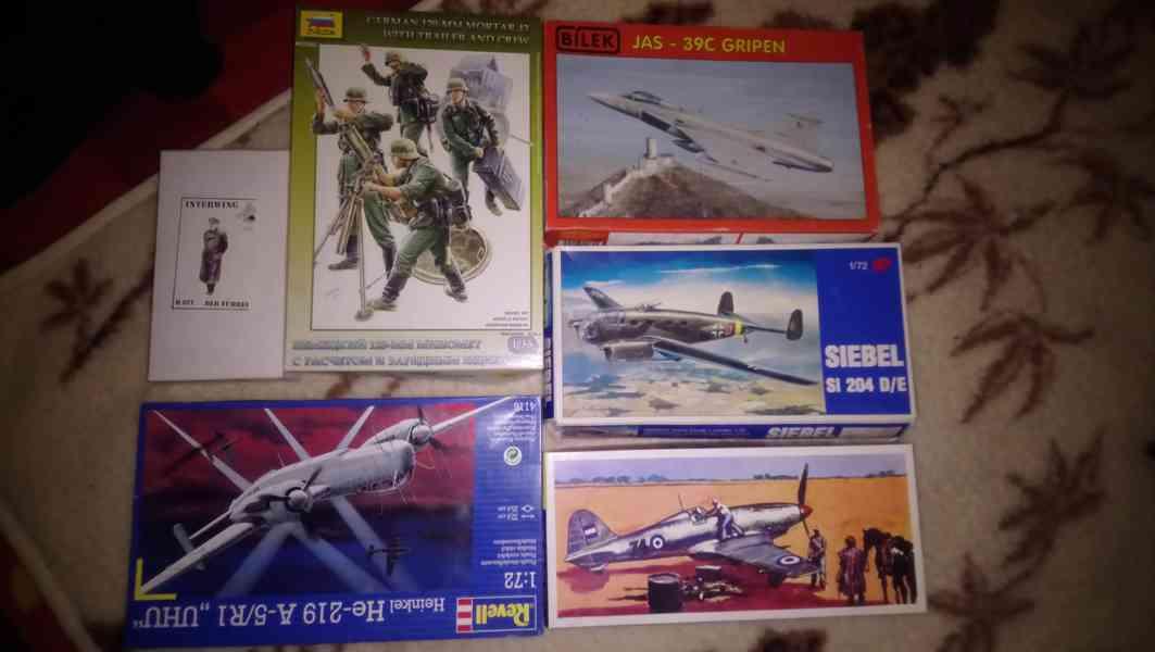 Staré modely letadel a aut