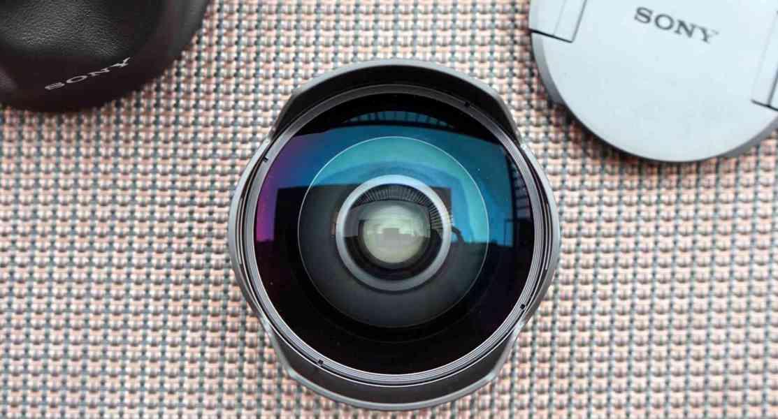Sony 28mm f/2.0 rybí oko