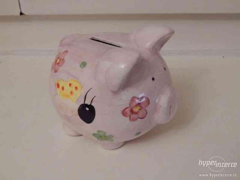 Růžový porcelán, keramické figurky