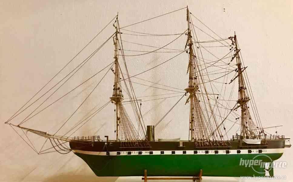 """Starožitný drevený model historickej lode """"JYLLAND""""."""