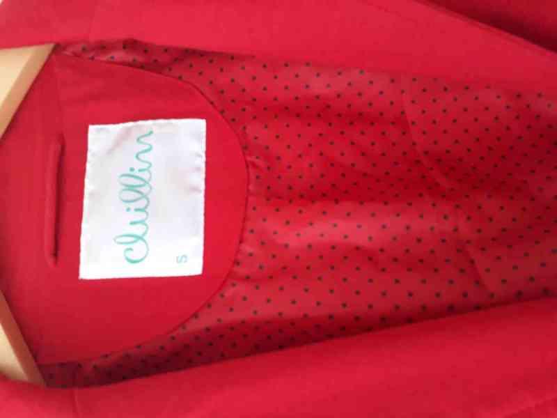 Červené sako velikosti S