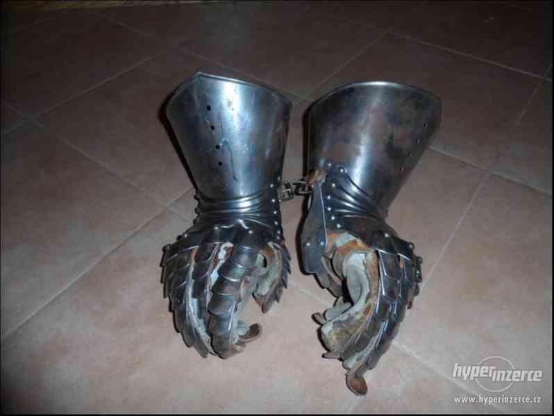 Plátové rukavice