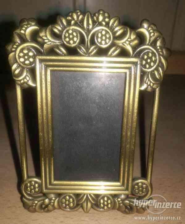 kovový rámeček na foto