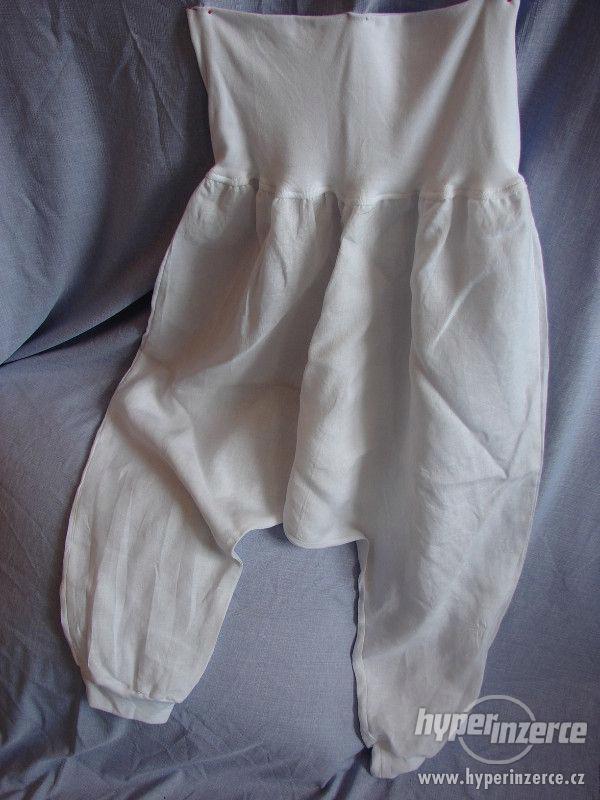 Těhotenské harémové kalhoty na léto