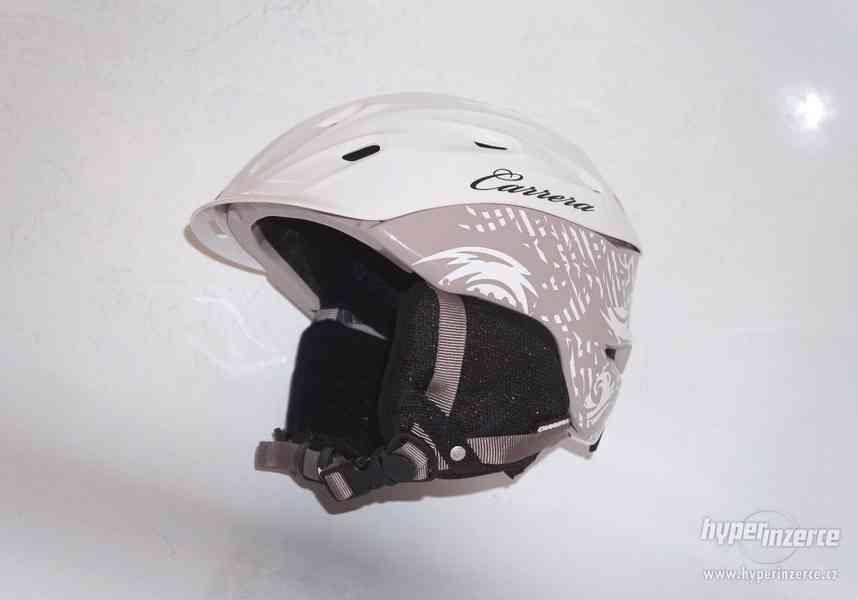 Skoro nová lyžařská helma S/M přilba na Snowboard Carrera.