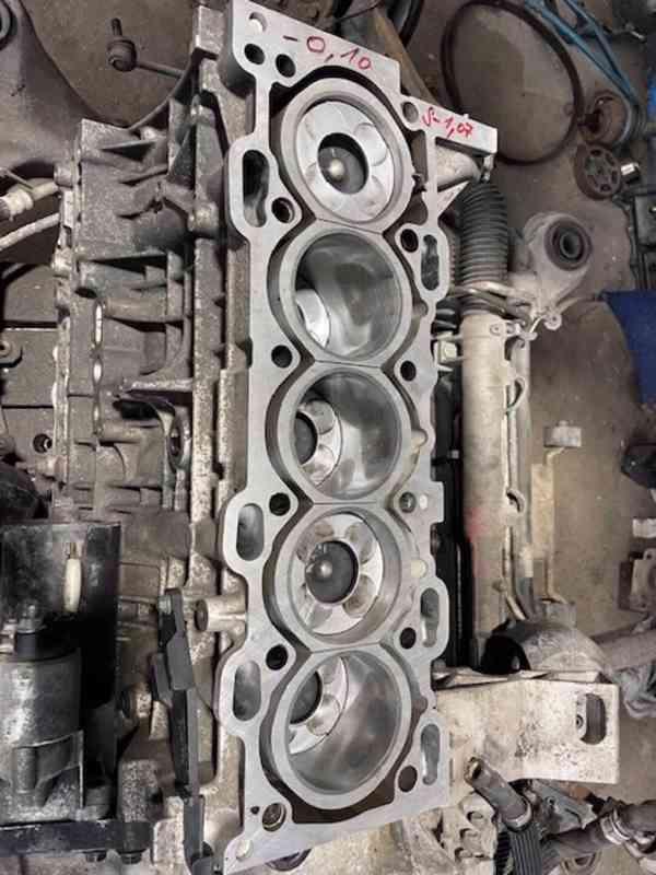 Volvo XC 90 OCEAN RACE 2.4 D5 AWD 136KW GO motoru 1 majitel! - foto 16