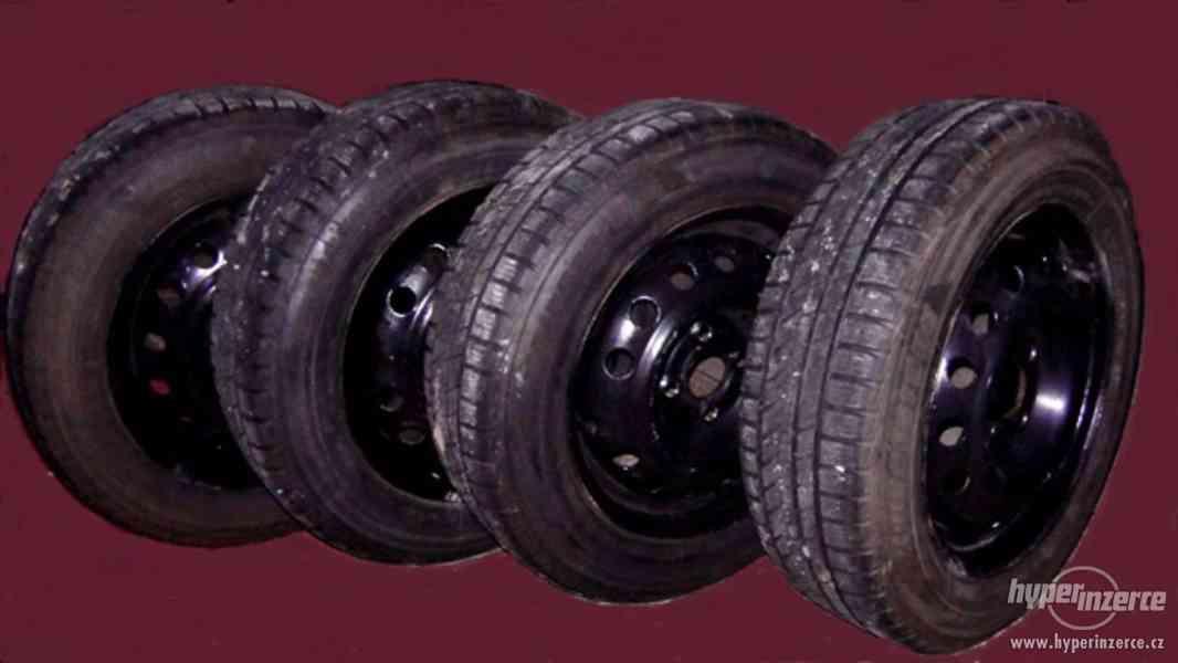 Zimní pneu Opel s disky zánovní 175/65 R14